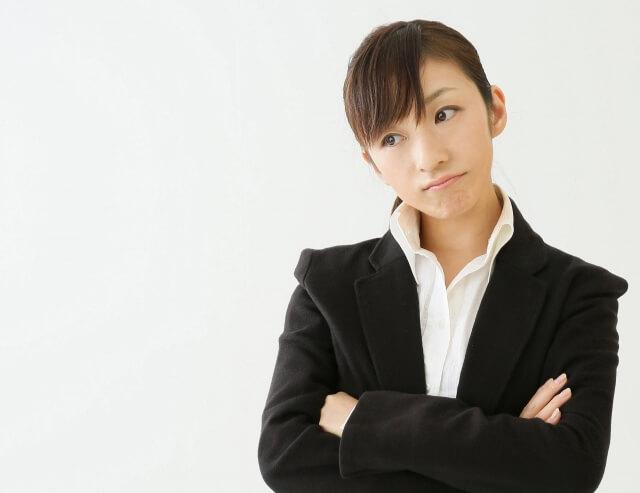 転職に悩む女性