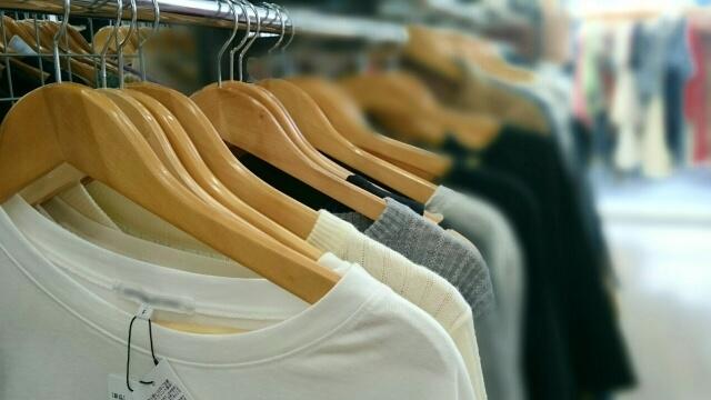 並べられたTシャツ