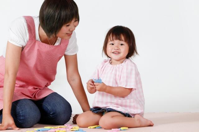 子供と保育士